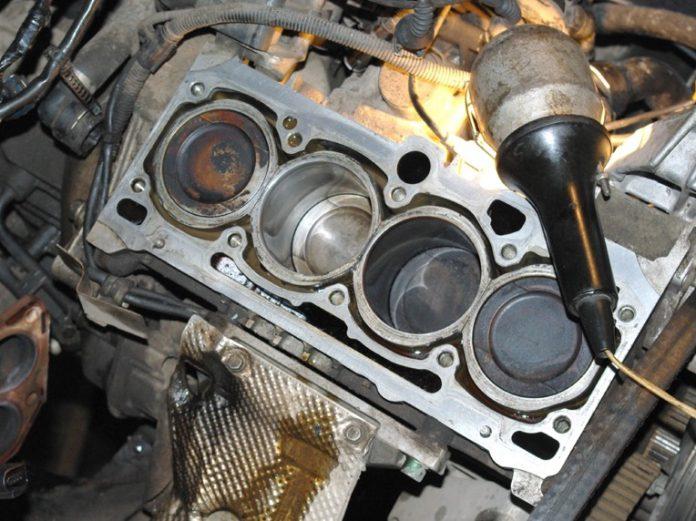 Антифриз попал на двигатель пахнет